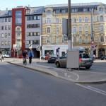 Abb. 2: Foto aus der Schmutzergasse auf die Schanzstraße in Richtung Hütteldorferstraße. Die Sperrlinie ist rechts vorne teilweise erkennbar.
